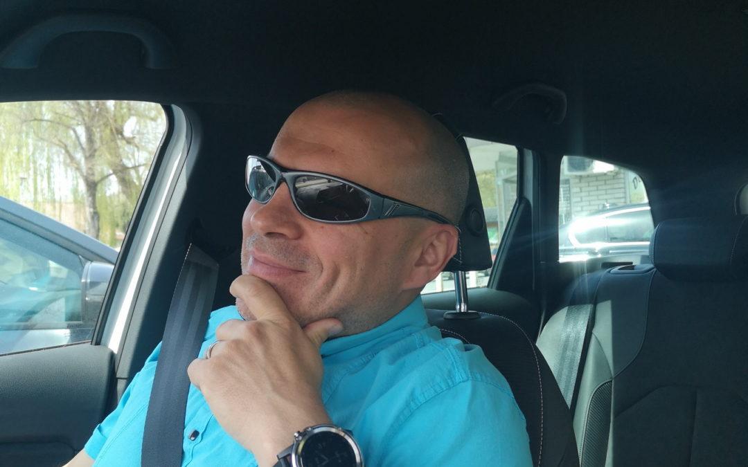 Zakaj je Dušan med vožnjo s strokovnim sodelavcem vedno sopotnik?